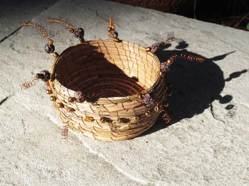 Beaded nest berries