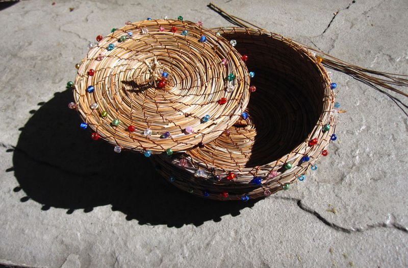 Large nest colored bead
